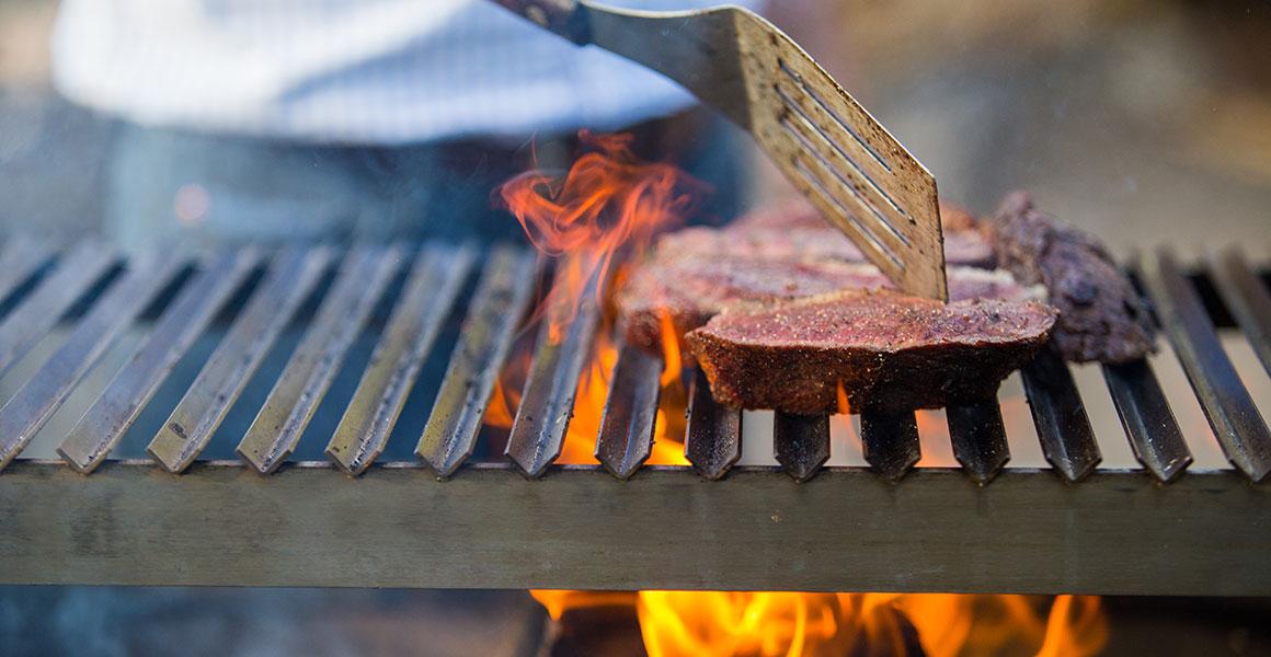 Barbecue Van A Tot Z.The Caveman Grill The Caveman Grill